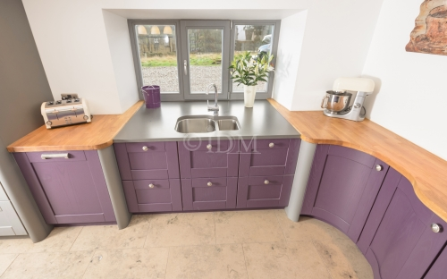 Shaker 95 – Ash – Painted Aubergine with V Groove Joints, Concave Curved Base Unit with S Shaped Doors
